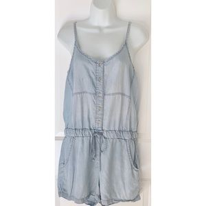 Cloth + Stone Sleeveless Chambray Button Up Romper